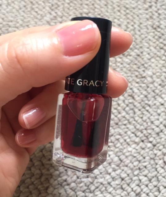 SHISEIDOインテグレートグレイシィネールカラー92番と無印良品のネイルカラー「クリアレッド」で透明ピンクのつや爪